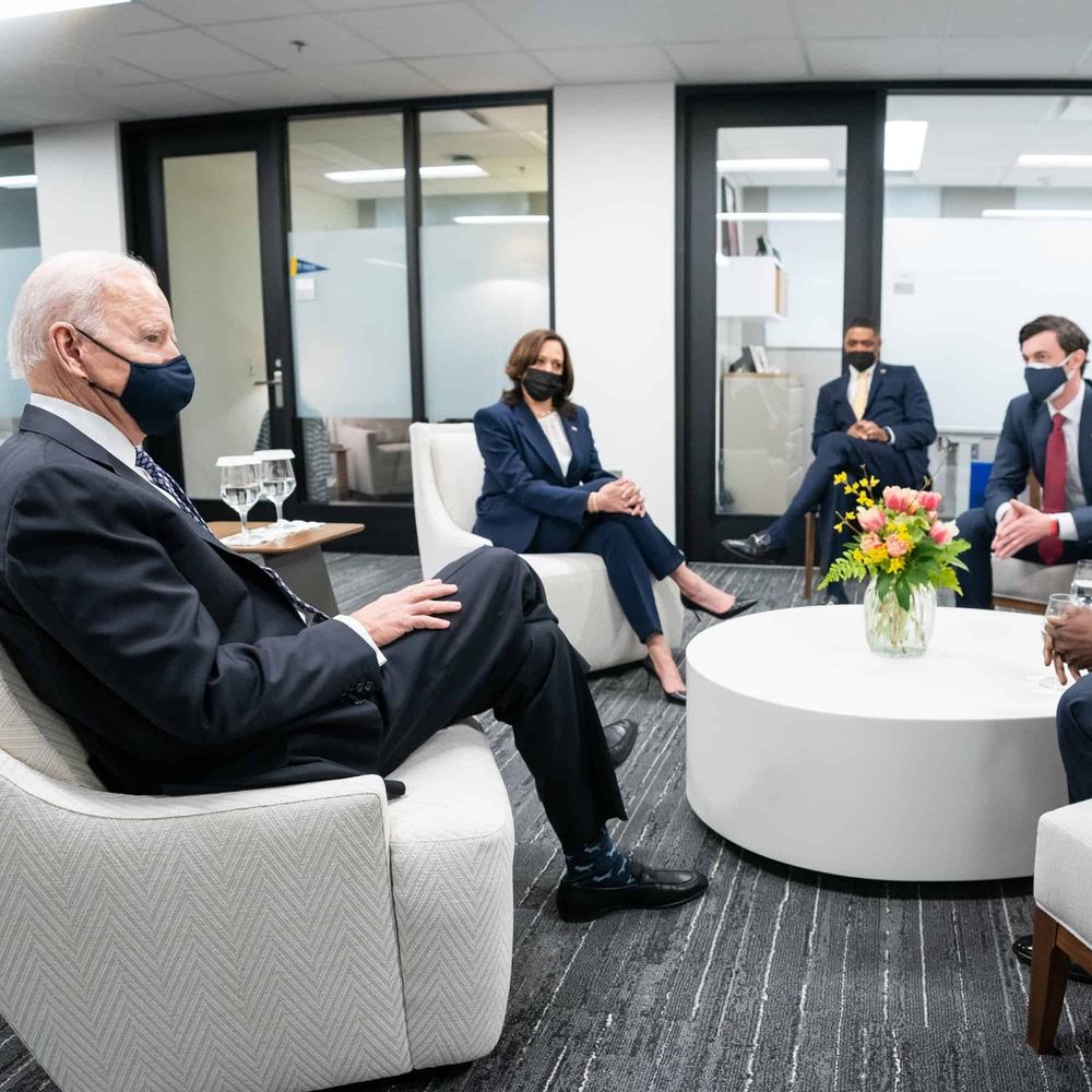 President Biden, Vice President Harris, and Senator Ossoff having a discussion.